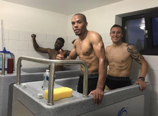 Bain de glace eau chaude récupération athletes